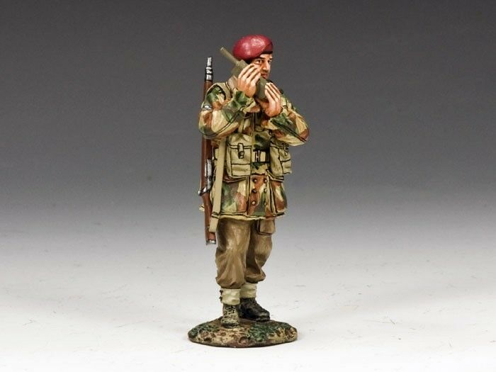 King & Country Soldiers MG041(P) WWII Operation Market Garden Walkie Talkie