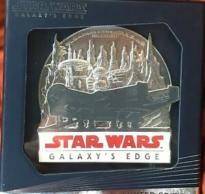 Star Wars Galaxy's Edge Limited Edition Millennium Falcon Pin And Map