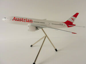 BOEING-777-200ER-AUSTRIAN-AIRLINES-1-200-Limox-Wings-LW200AUA001-PREMIUM-MODEL