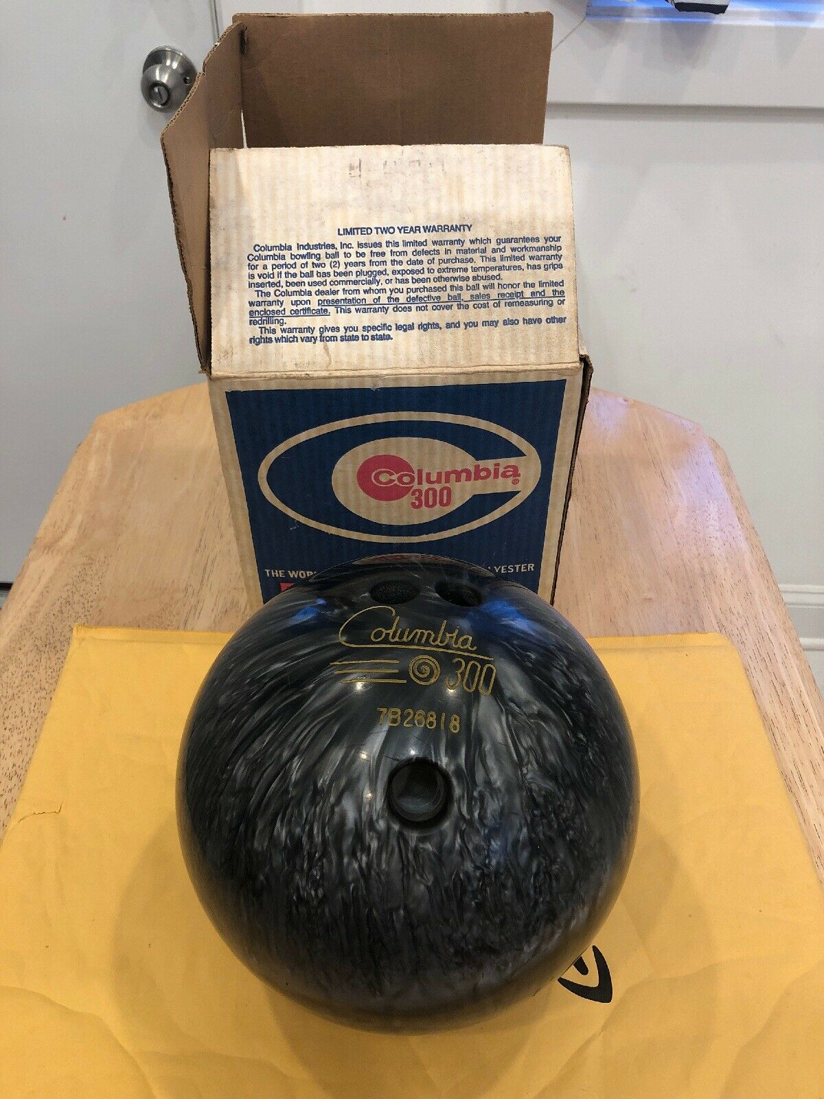 Vintage COLUMBIA 300 Bowling Ball 10 LBS. With Box Lightly Used