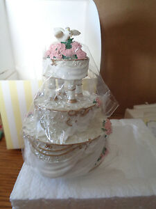 2000-Enesco-Made-from-Scratch-Love-Birds-Wedding-Cake-w-Doves-797561