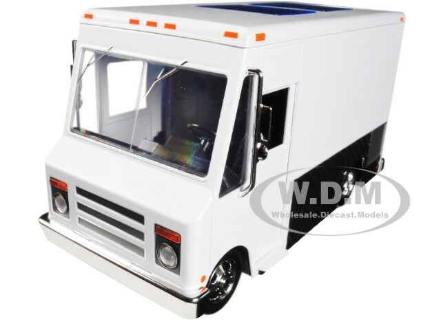 "FOOD TRUCK WHITE ""JUST TRUCKS"" SERIES DIECAST MODEL BY JADA 30211"
