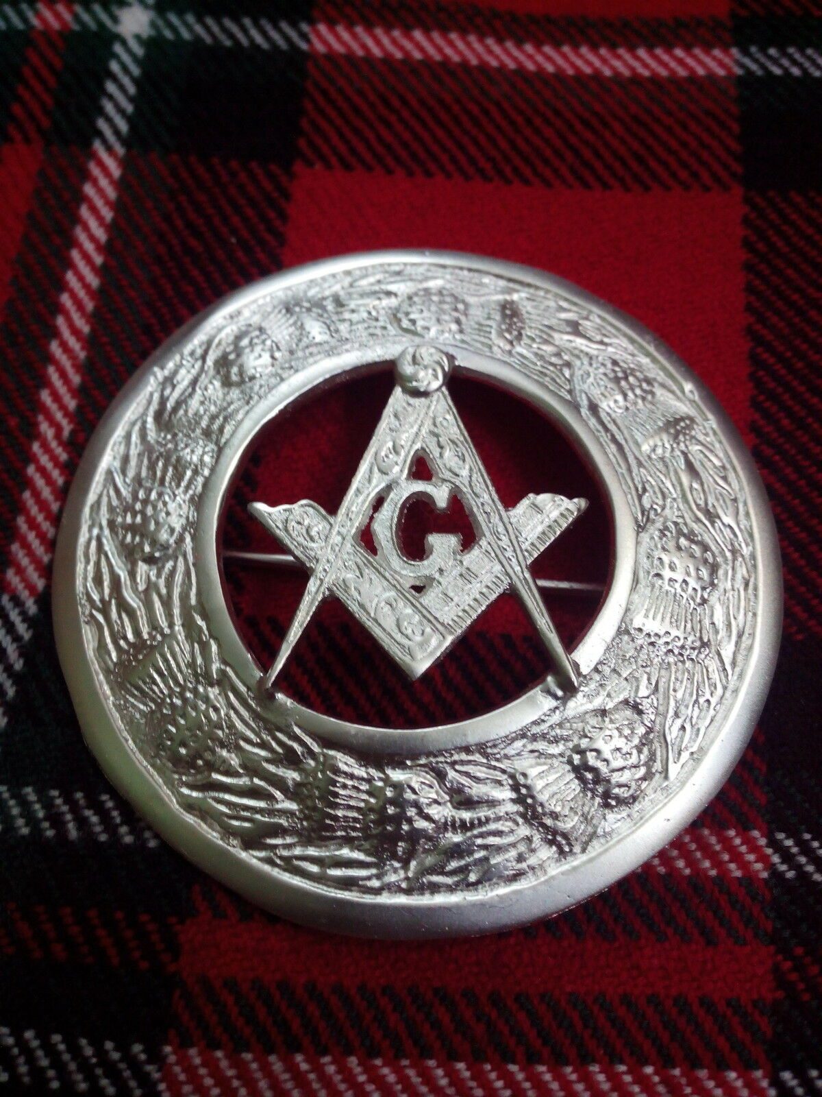 TC Kilt Fly Plaid Brooch Masonic Crest Thistle Border Silver Plated/Brooches