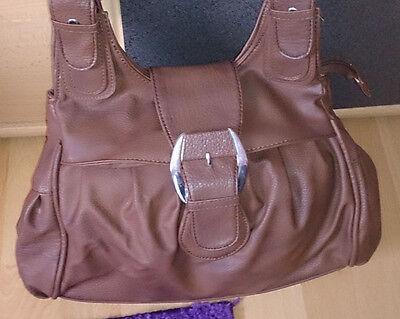 braune Damen Leder Handtasche von Deichmann viele Fächer