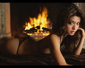 fireplace-bikini-girl-men-sexy-naked-iraqi