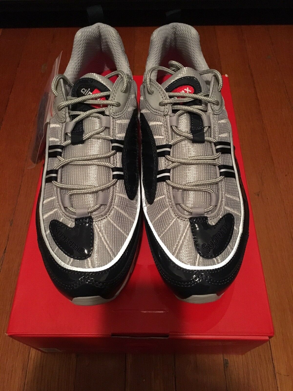 DS Supreme x Nike Air Max 98 Size 8 Limited Edition Obsidian silver Supreme Bogo