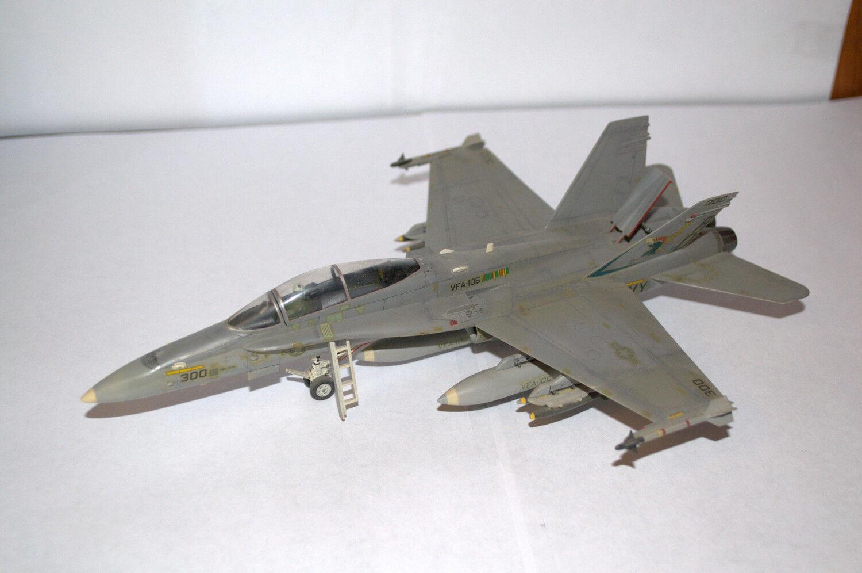 1 72 PROFESSIONAL BUILT MODEL US AIRCRAFT McDonnell Douglas F-18A HORNET