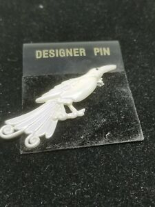 Bird-Pin-in-a-White-Opalescent-Color