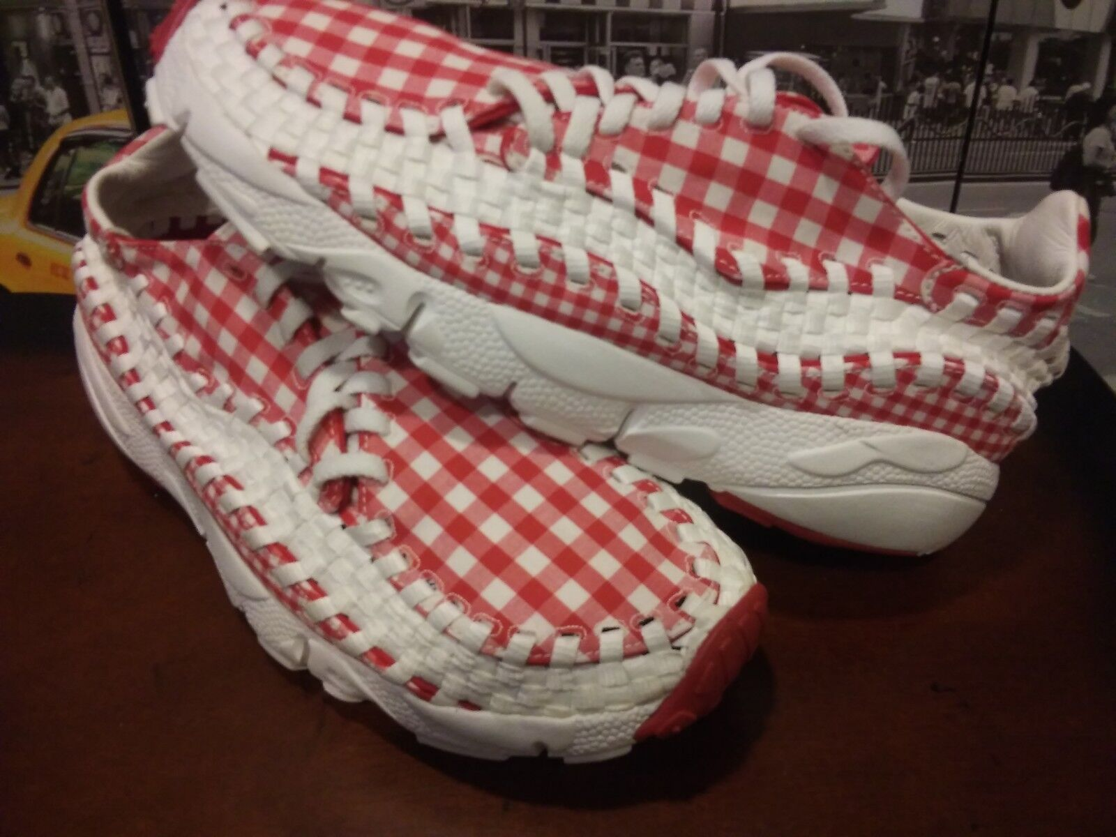 2010 NIKE Air Footscape Woven FreeMotion Red Summit White (417725-600) US 9.5