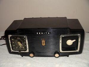 VINTAGE-ZENITH-Z515Y-PORTABLE-TUBE-RADIO-for-Repair