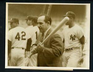 Sports Mem, Cards & Fan Shop Yogi Berra #2 Photo 8X10 New York Yankees 1951