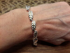 Brand-new-Silver-two-colour-chunky-Silver-feathers-bracelet-with-gift-box