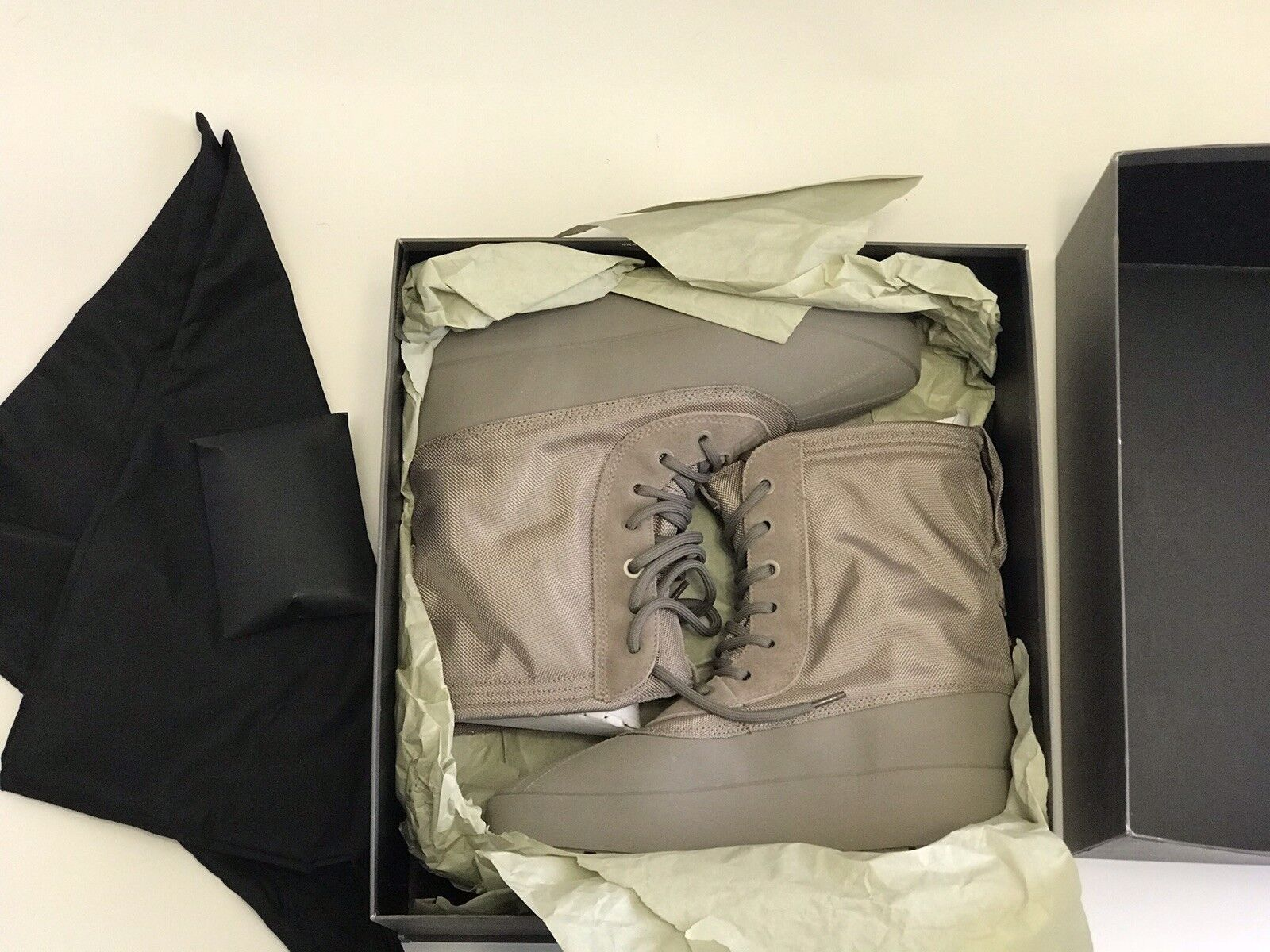 Gentleman/Lady: ADIDAS YEEZY 950: High Quality and Low Effort