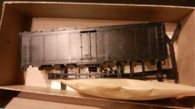 Athearn HO BB 40' Undecorated Steel Reefer Kit, NIB