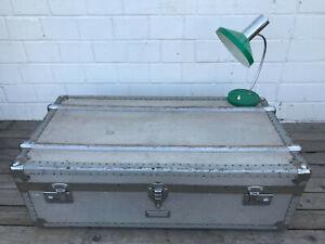 Vintage-Alu-Reisekoffer-Uberseekoffer-Truhe-Kiste-Koffer-50er-Design-Sofatisch