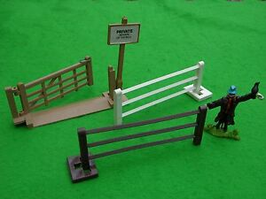 BRITAINS FARM, FARMYARD FENCE SECTIONS MULTI-LISTING