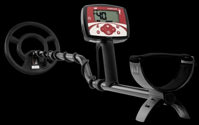Minelab X-TERRA 305 Metal Detector with 9