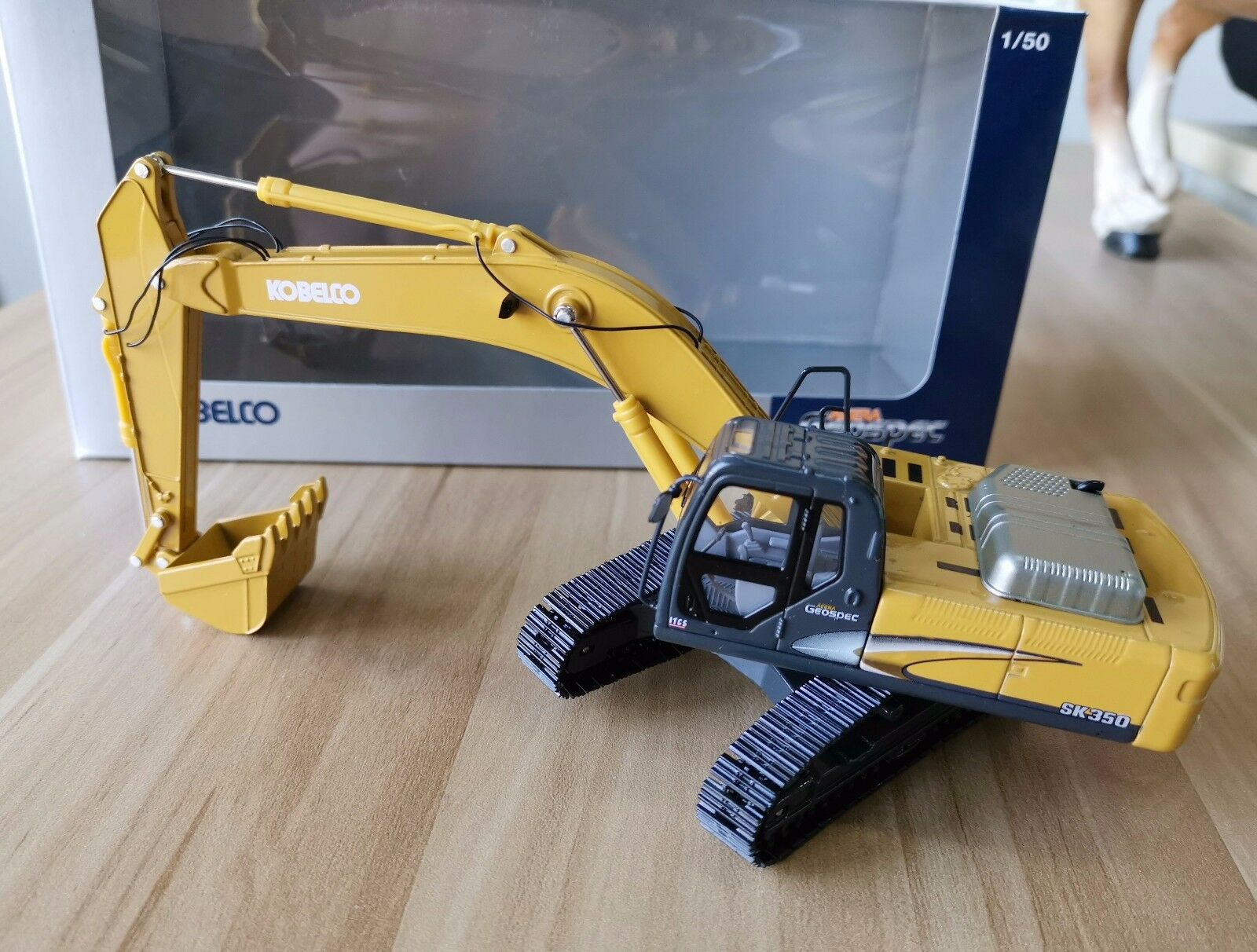 Kobelco 1 50 SK350-8 Excavator Diecast Alloy Car Yellow Models Simulation Truck