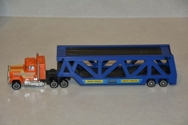 Super GoBot Autobot STAKS Mighty Robot car hauler tractor and trailer, complete