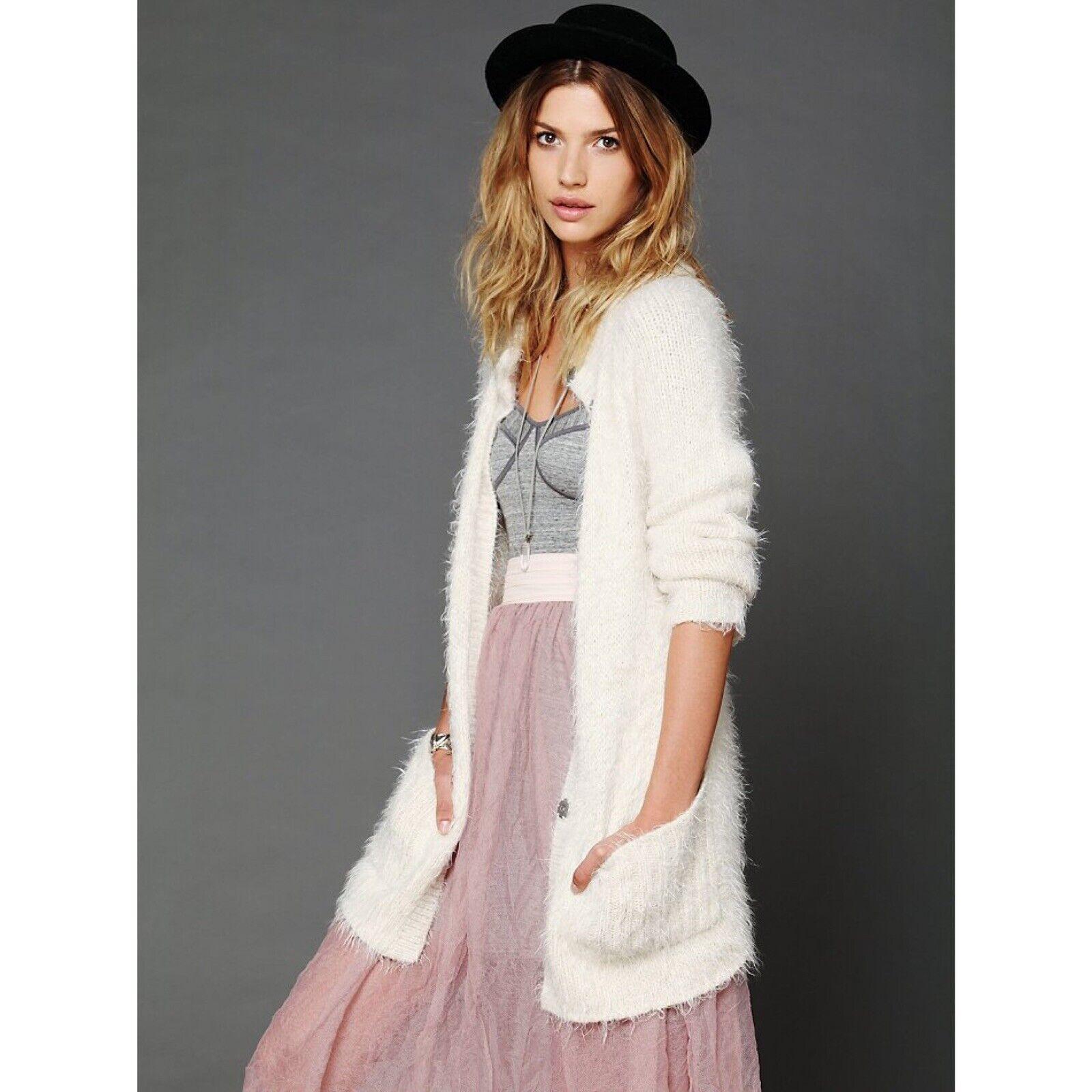 Free People mantenerlo  Fuzzy Soft Off blanco Suéter Cochedigan Talla XS Boho Raro  Las ventas en línea ahorran un 70%.