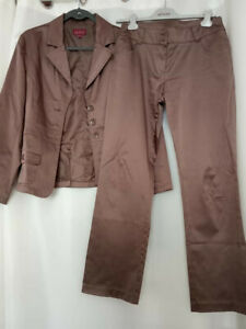 Tailleur pantalon femme en marron satiné