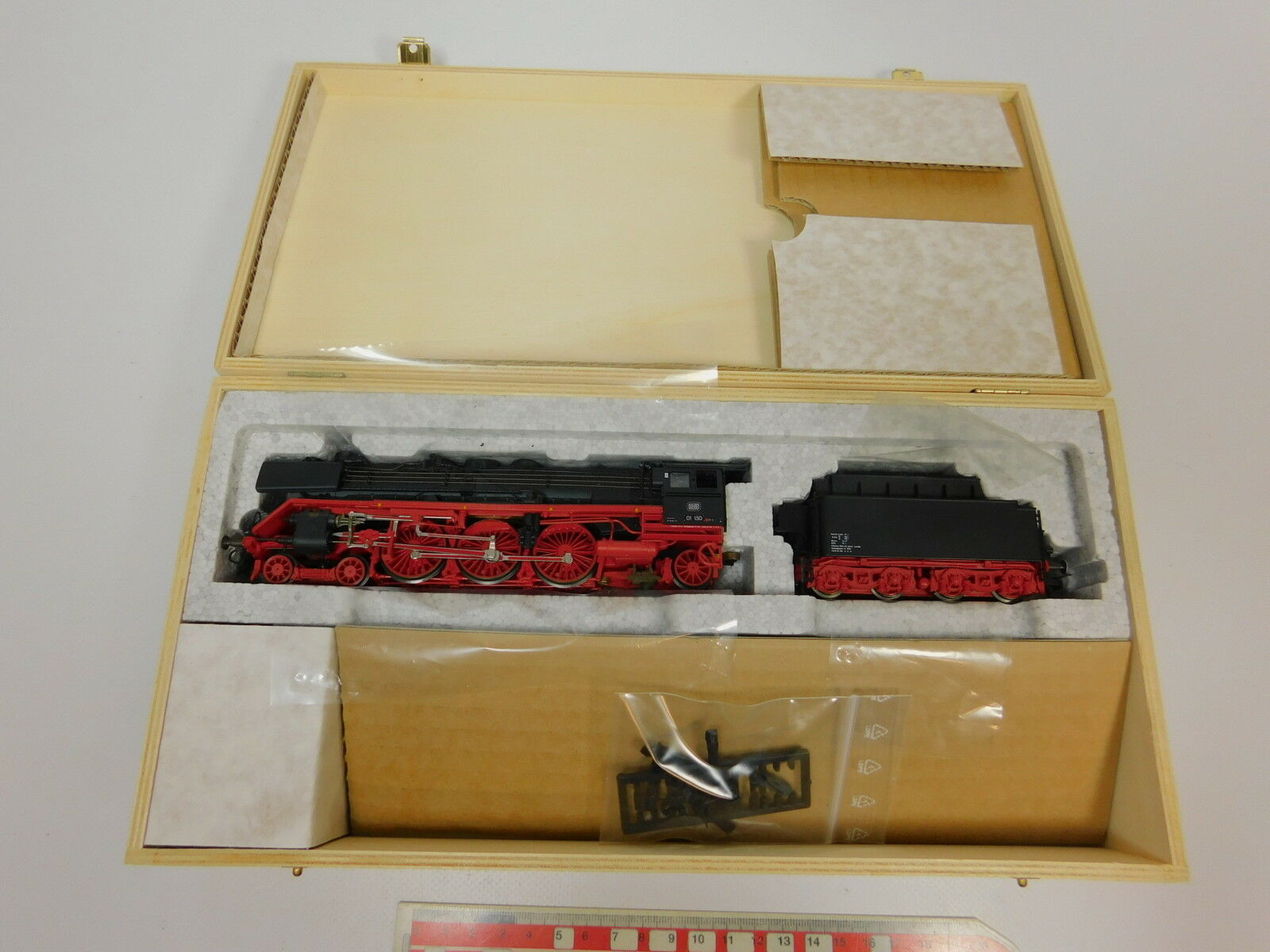 Aj854-2  ROCO MUSEUM EDITION H0 DC 43238 Steam Locomotive Locomotive with Tender