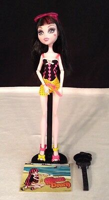 Monster High Series -  Gloom Beach Draculaura Mattel  2010 Excellent! Retired