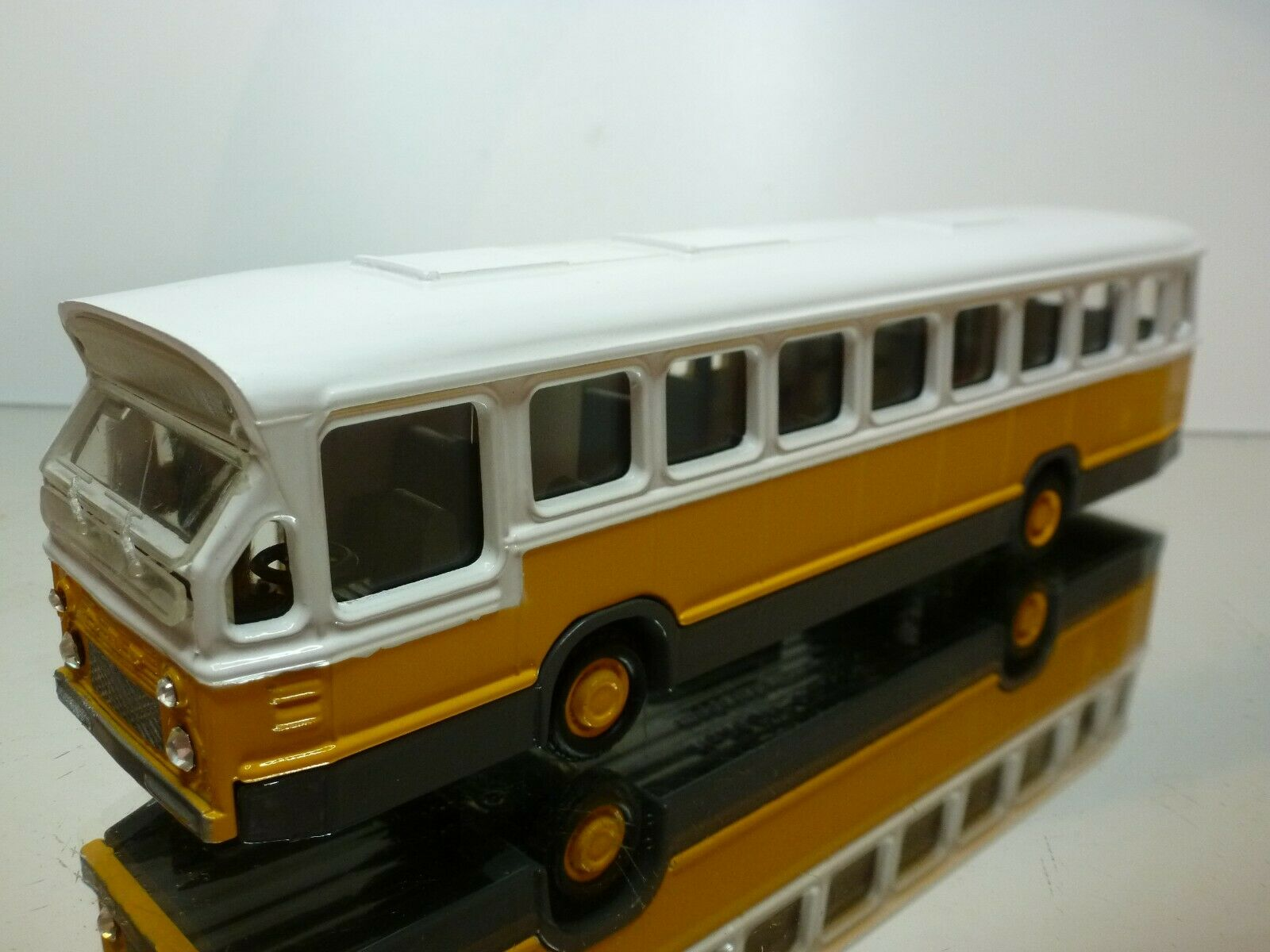 LION TOYS 38 DAF CITYBUS - giallo + bianca 1 50 - NEAR MINT CONDITION