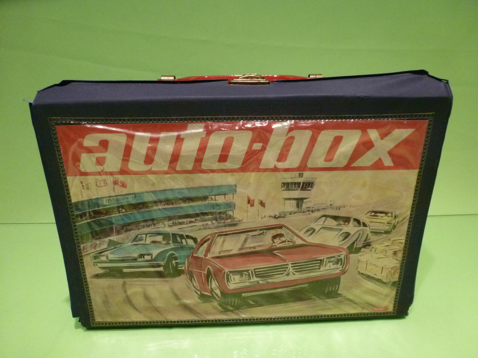 PLASTICUM AUTO-BOX + 24 CARS MATCHBOX etc. 1 66 - GOOD CONDITION