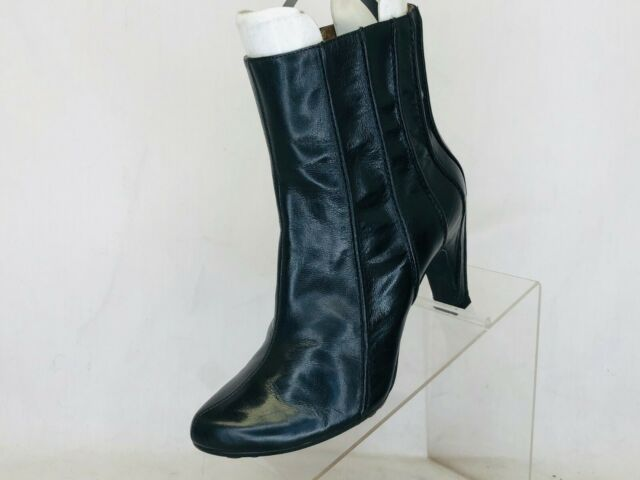 TSUBO Black Leather Side Zip Ankle Fashion Boots Bootie Size 7 M