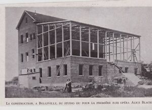 1948 -- BELLEVILLE CONSTRUCTION DU STUDIO DE CINEMA 3B694 - France - 1948 -- BELLEVILLE CONSTRUCTION DU STUDIO DE CINEMA 3B694 il ne s'agit pas d'une carte postale , mais d'un beau document paru dans la rare ILLUSTRATION EN 1948 le document GARANTI D'EPOQUE est en tres bon état et présenté sur carton d'encadrem - France
