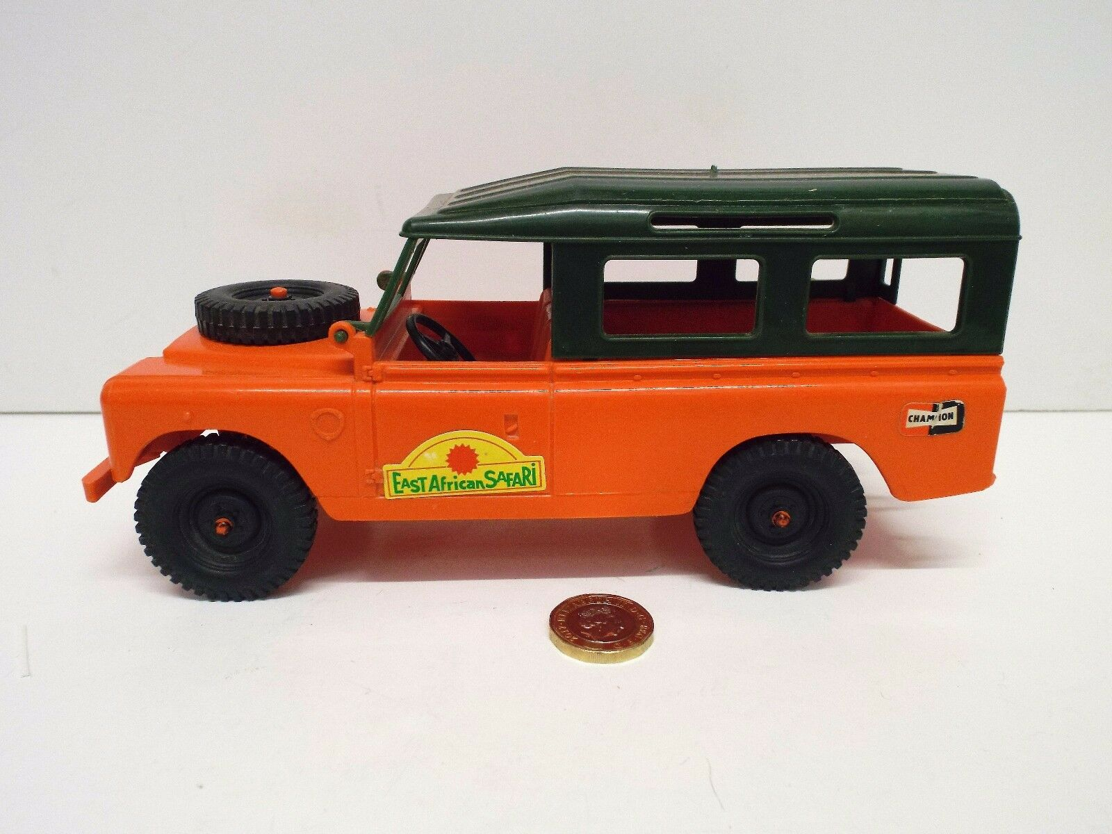 VINTAGE PLASTIC 8 1 2  EAST AFRICA SAFARI LAND ROVER BY BREVETTATO ITALY (AM255)