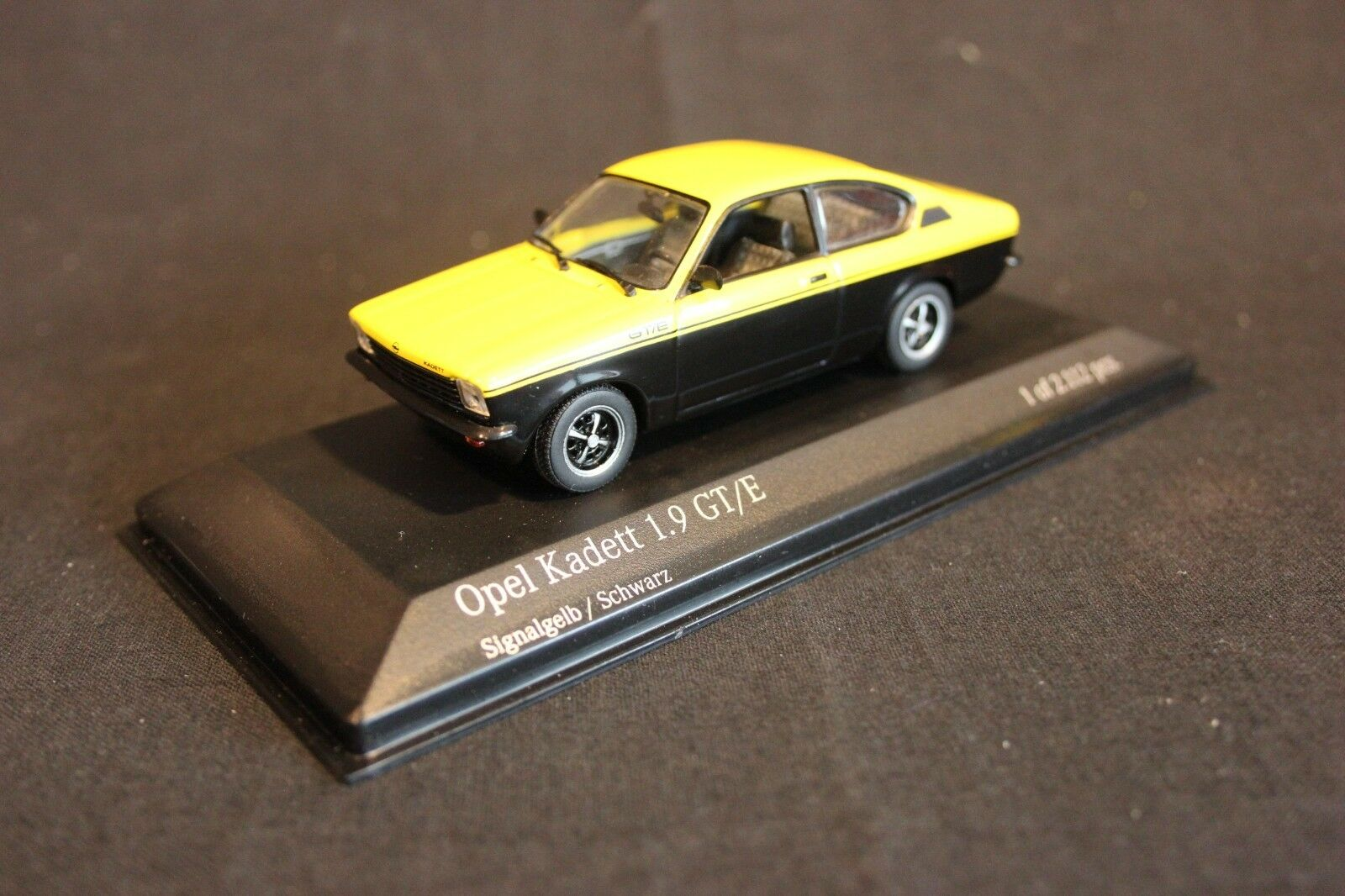 Minichamps Opel Kadett 1.9 GT E 1973-1977 1 43 signaljaune   noir