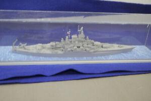 USS-West-Virginia-BB-48-1945-US-Modellbausatz-gebaut-in-Acrylbox-1-700-F15-H