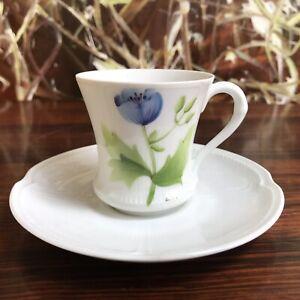 Porcelaine-De-Paris-Le-Chambrelain-Noble-Taza-Moca-Flor-Azul-Pintado-a-Mano