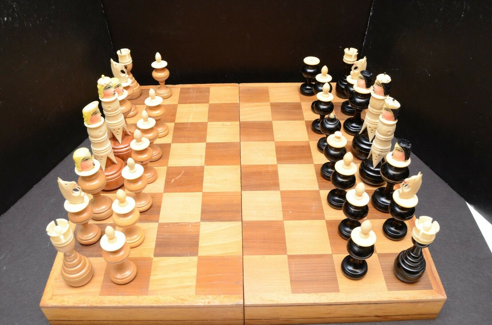Vintage He Crafted Wood & Bone Mexican Folk Art Chess  Set Wooden Case  negozio outlet