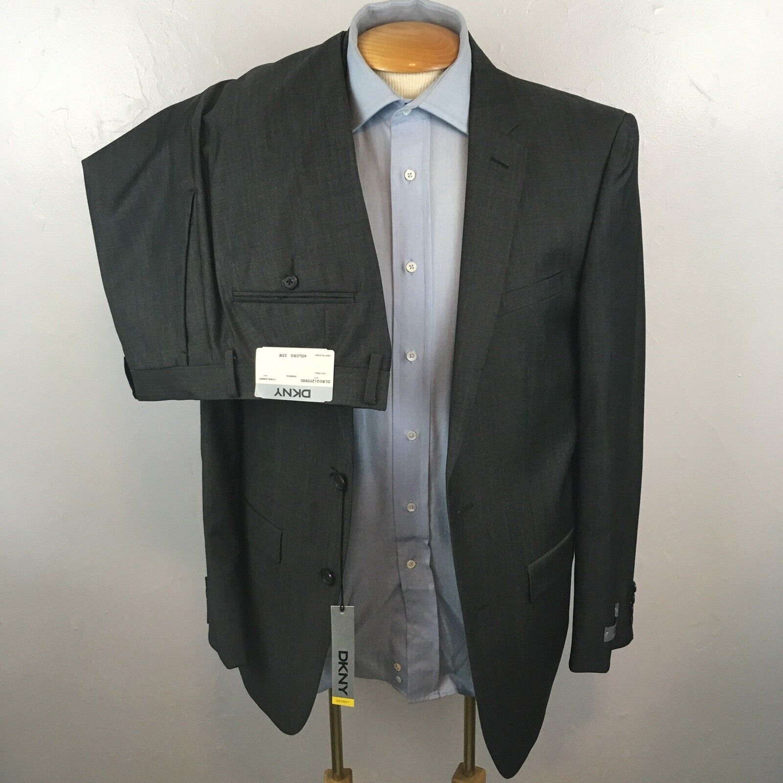 New dkny 2 piece mens suit solid charcoal slim fit nwt 40L 100% wool ea0094
