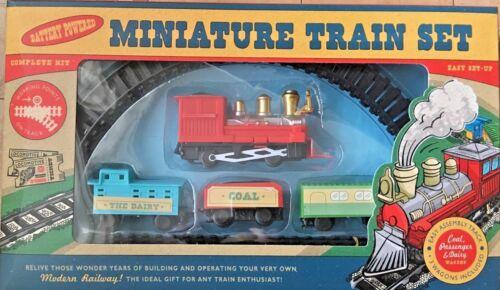 Retro Miniature Three Car Train Set Coal Passenger /& Dairy 7 Piece set