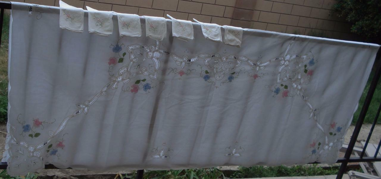 Beautiful Vintage Tablecloth and Napkin Set - GORGEOUS EMBROIDERY - VGC