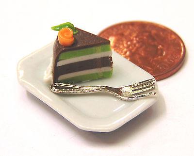 Escala 1:12 rebanada de pastel y horquilla suelto en una placa de cerámica Casa De Muñecas tumdee SC26