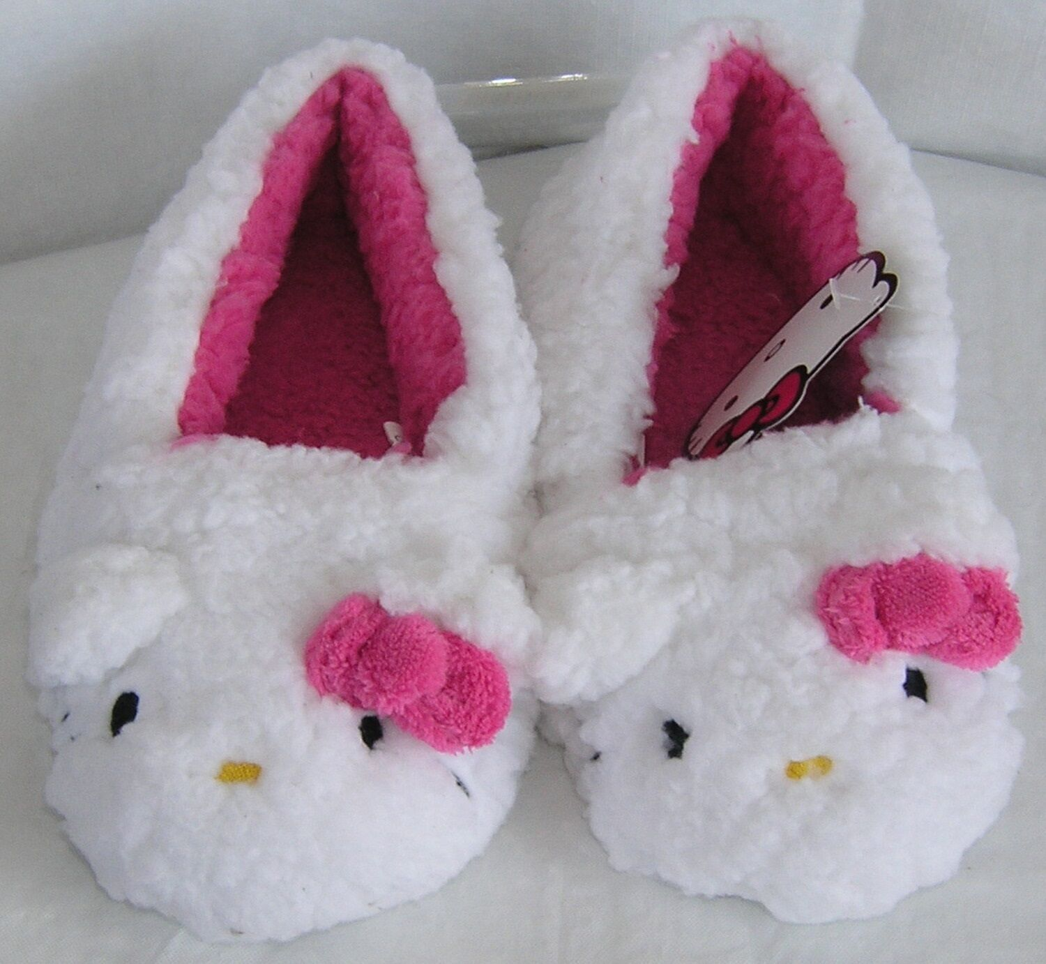 Hello Kitty Plush Moccasins WHITE PINK NICE GIFT FREE SHIPPING SMALL 5-6