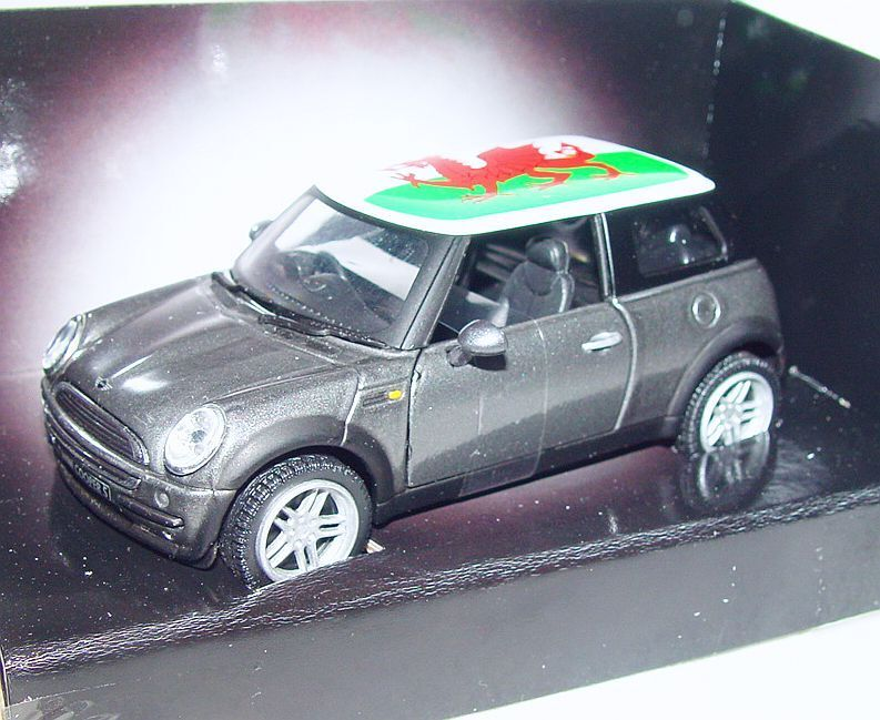 Corgi Toys 1 36 BMW New MINI COOPER    WELSH DRAGON  Car + LIGHTS CC86524 MIB`06  c5296b