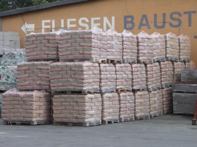 (9,56 Cent/kg) 1 Palette Zement CEM II 32,5 á 1,4 t = 56 Sack Portland Zement