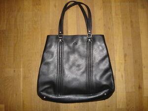 7db8e84d77 GUCCI grand sac cabas cuir noir porte a main ou épaule made Italy ...