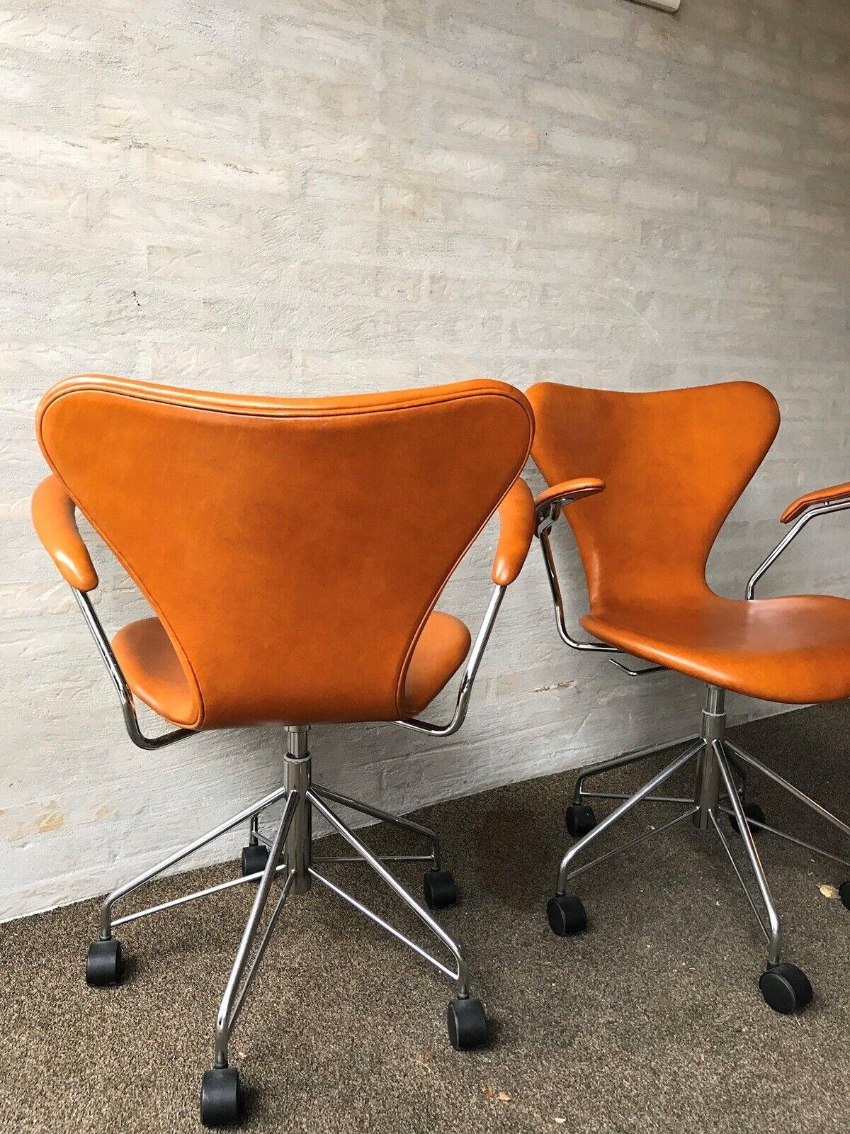 Arne Jacobsen, 3217, Stol
