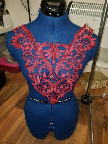 Vestido de baile vino Parche bordado encaje motivo de Apliques de báscula de pecho Collar
