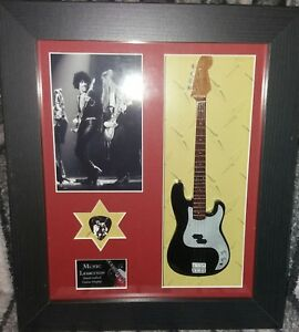 Phil-Lynott-Thin-Lizzy-Framed-Tribute-Bass-Guitar-amp-Plectrum-Presentation