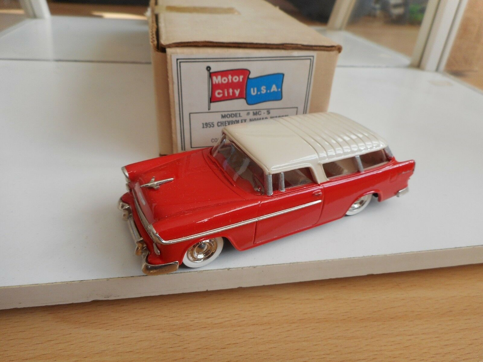 Motor City USA 1955 Chevrolet Nomad Wagon in rouge on 1 43 in Box