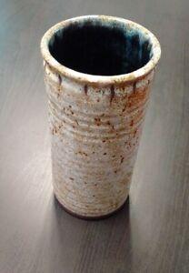 Rare-grand-vase-rouleau-Accolay-signe-etat-parfait-gres-emaille