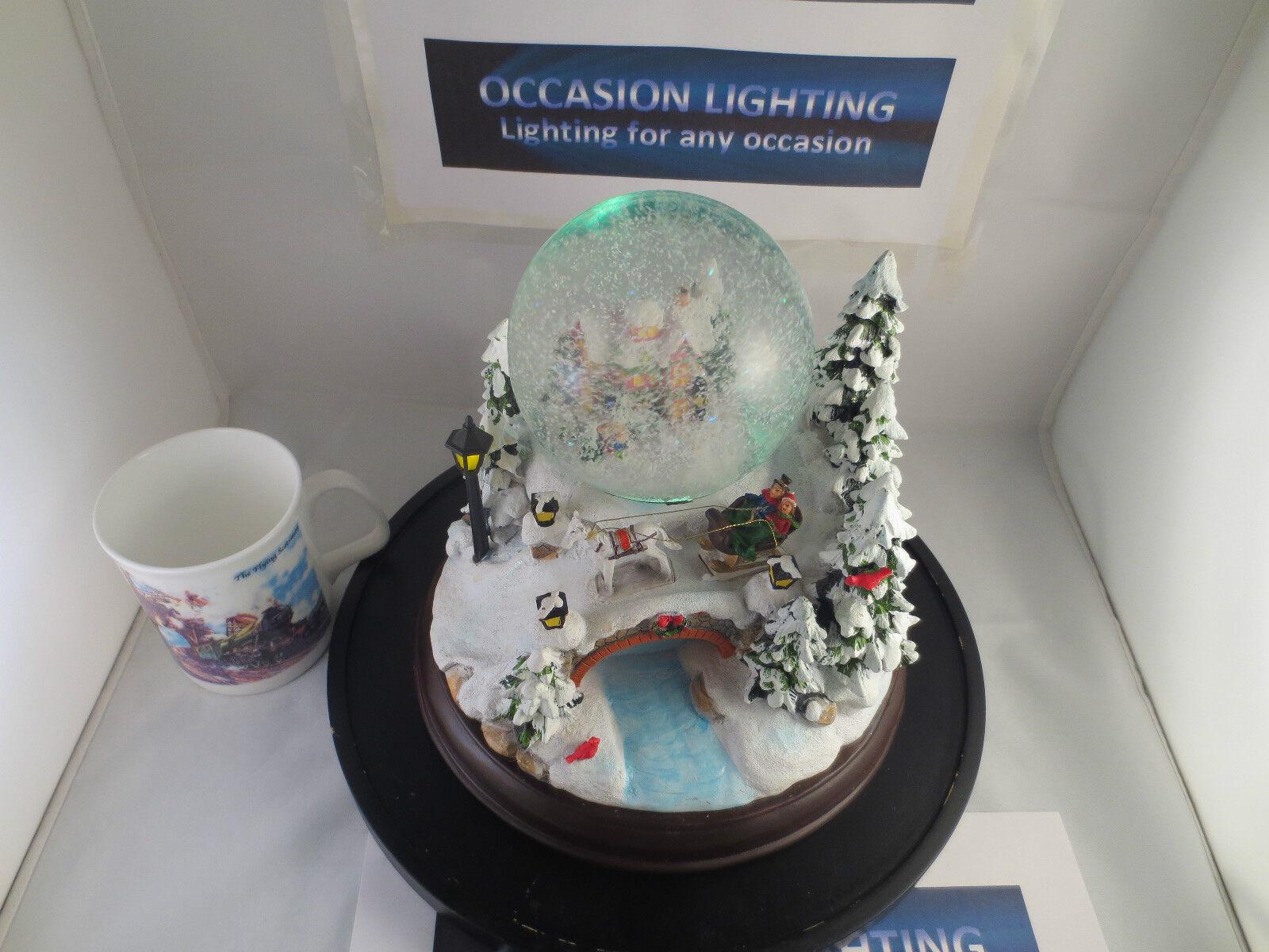 CHRISTMAS SNOW GLOBE WATER GLOBE MUSIC AND LIGHTS BEAUTIFUL VILLAGE SCENE   1